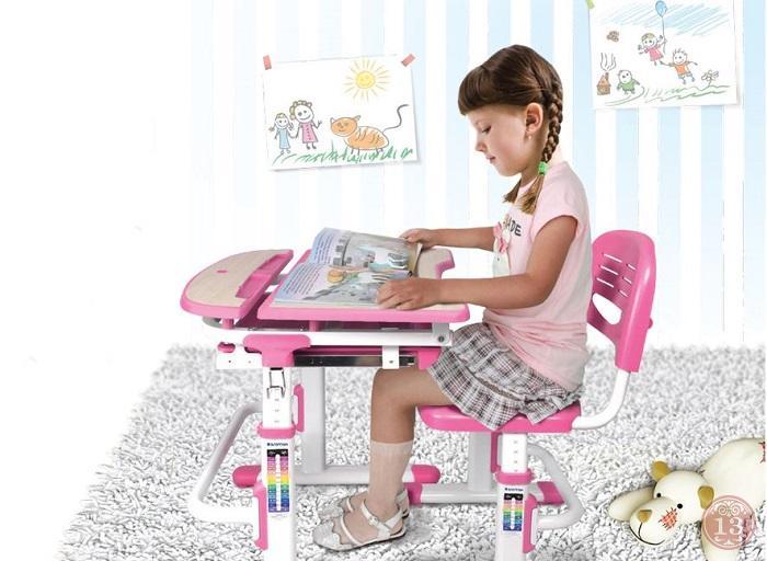 Как подобрать письменный стол для первоклассника?