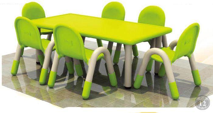 Пластмассовый детский стул для кормления