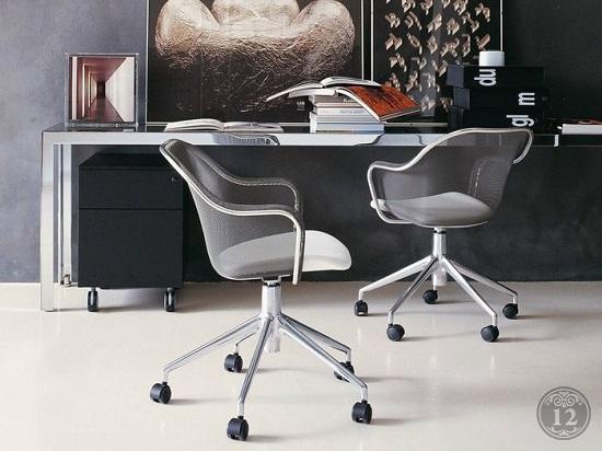 Стулья для персонала и посетителей в офисе должны быть удобными
