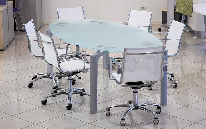 Основание стола может быть разным
