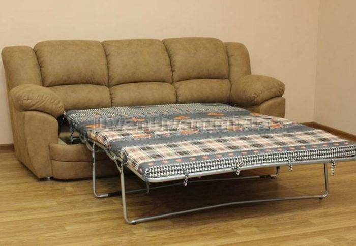 Чтобы раскрыть диван, нужно потянуть сиденье за петельку вперед, а затем разложить составные части